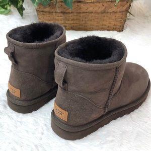 UGG, Classic Mini II Boots Chocolate NWOT Sz 8